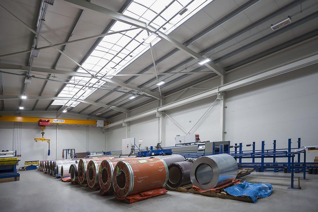 Otevřena nová výrobní hala v areálu firmy.