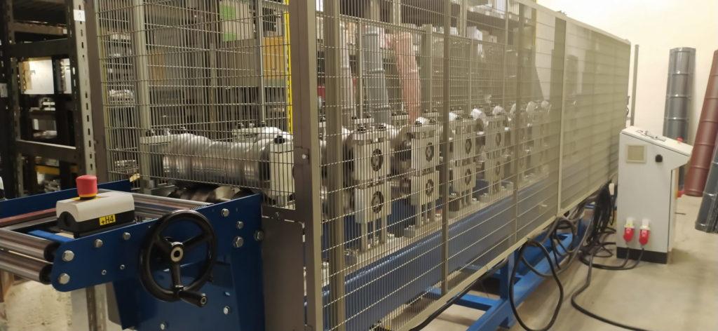 Koupili jsme nový automatický stroj na profilování hřebenáčů